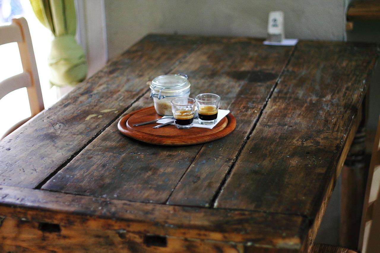 Rummeligt og stort plankebord