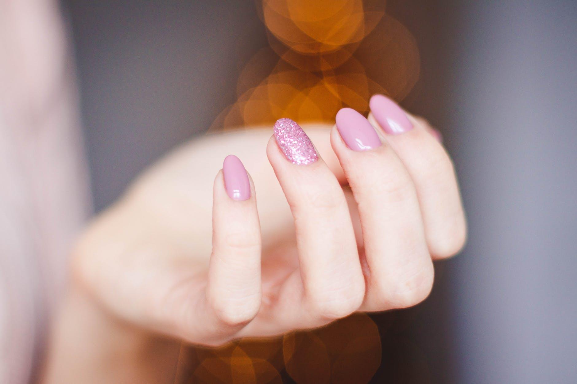 Manicure til forhindring af neglebidning