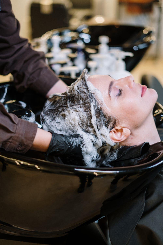 Hårvask ved frisøren