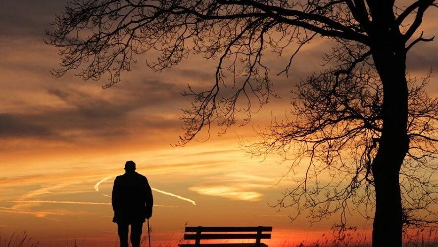 Gammel ved solnedgang