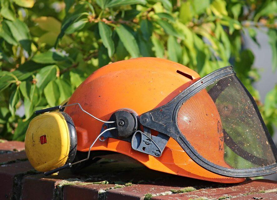 Hjelm med høreværn