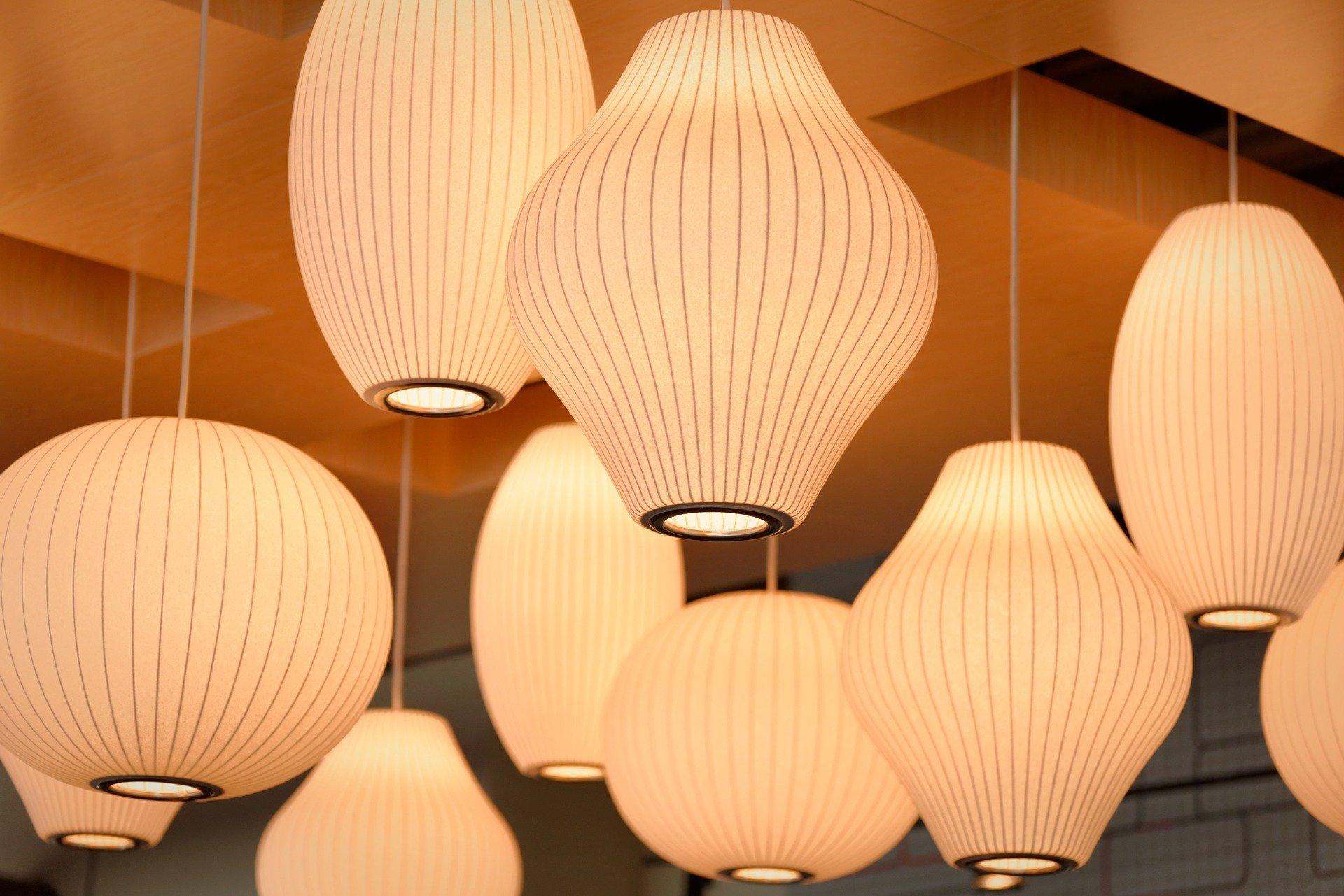 lamper der hænger fra loftet